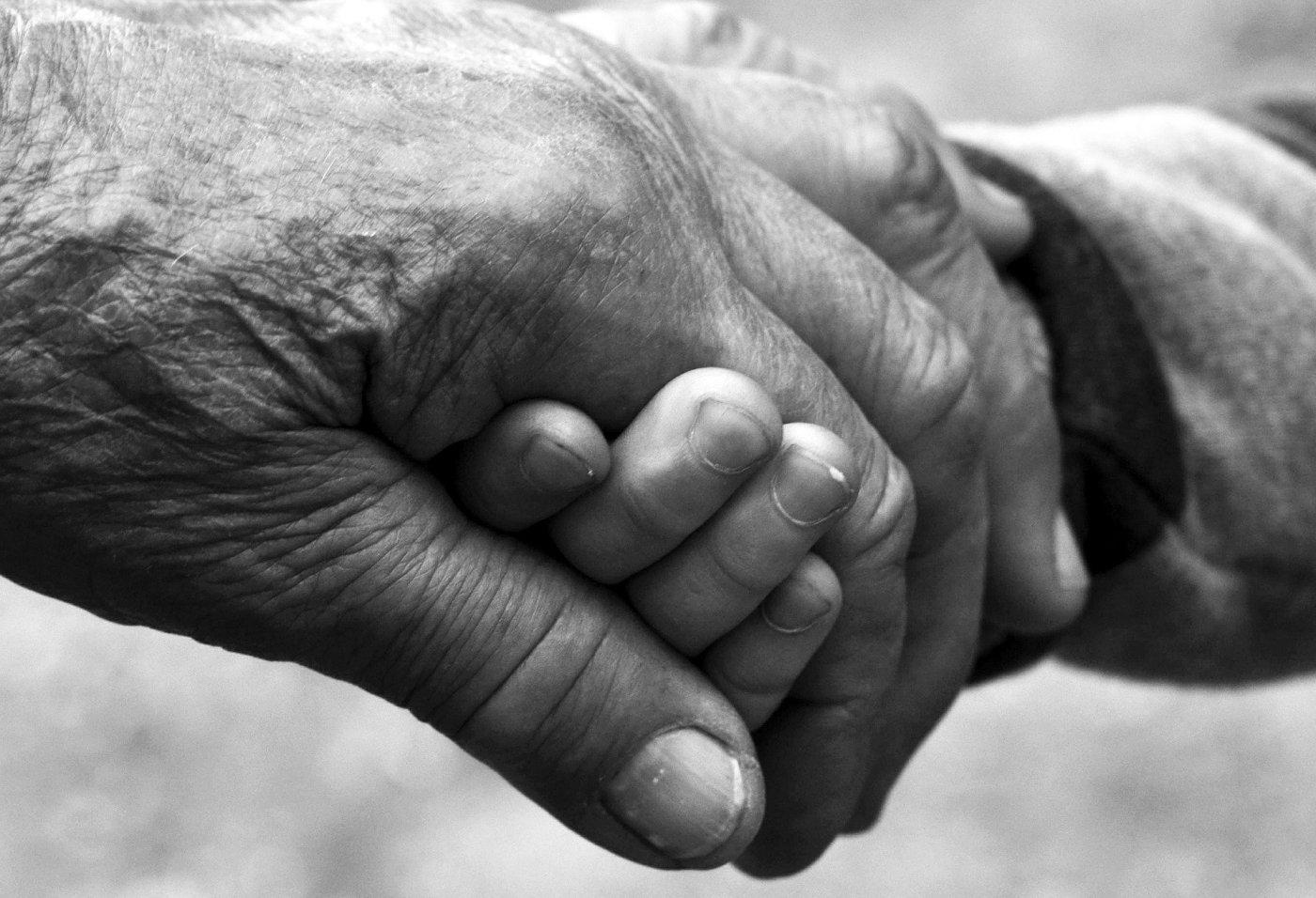 Παππούδες: μια αγκαλιά που θα μας λείπει πάντα… – Happy MOM-ents…